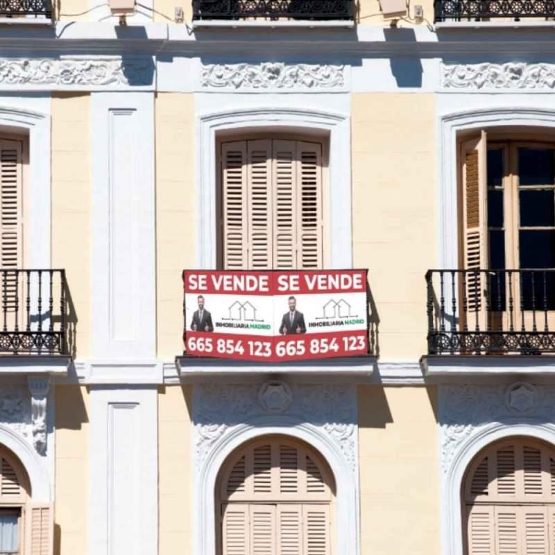 cartel de inmobiliaria doble
